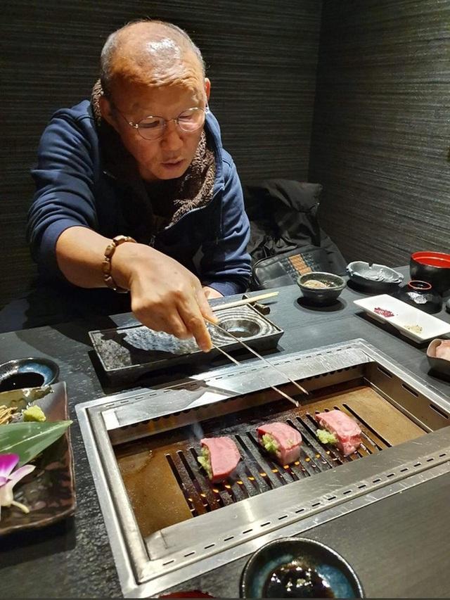 HLV Park Hang Seo và gia đình hạnh phúc ăn Tết ở Nhật Bản - 4