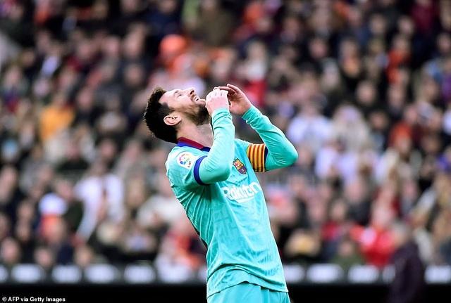 Messi gây thất vọng, Barcelona gục ngã trước Valencia - 5