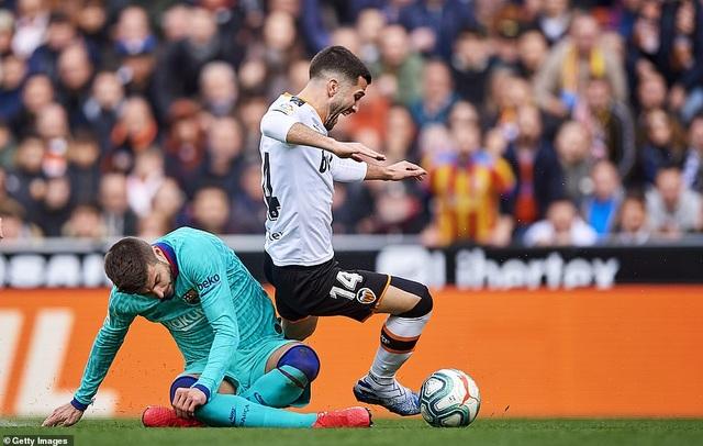 Messi gây thất vọng, Barcelona gục ngã trước Valencia - 13