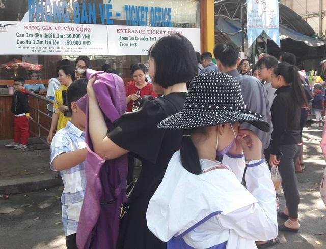 Suối Tiên, Thảo Cầm viên quá tải ngày mùng 2 Tết - 14