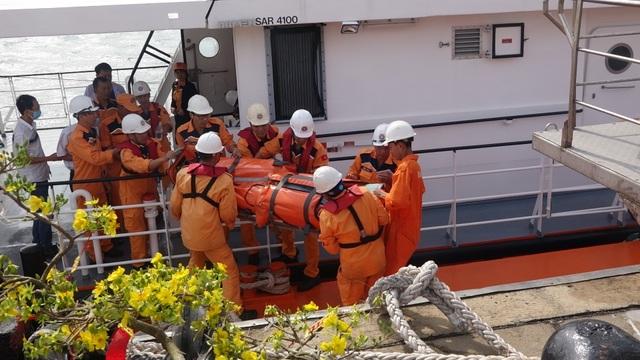 Cứu thuyền viên Thái Lan gặp nạn ngoài biển vào bờ an toàn - 1