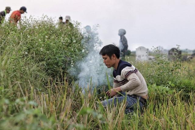 Người dân Hà Nội kiếm tiền triệu mỗi ngày từ nghề săn cu tý - 1