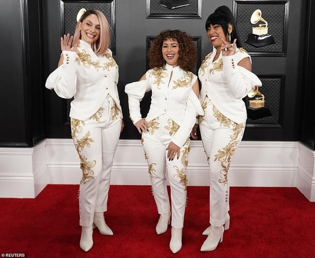 Những bộ cánh thảm họa trên thảm đỏ Grammy 2020 - 8
