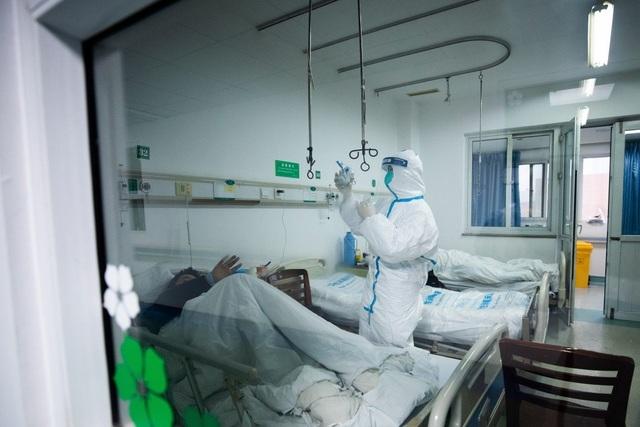 Chuyên gia Hong Kong ước tính gần 44.000 người nhiễm virus corona ở Vũ Hán - 1