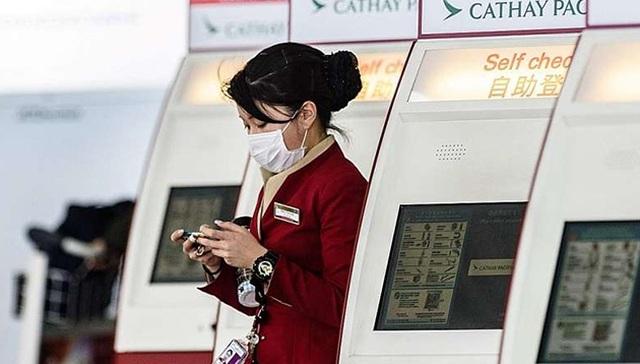 Bị chỉ trích vì cấm tiếp viên đeo khẩu trang, hãng hàng không thay đổi quyết định 180 độ - 2
