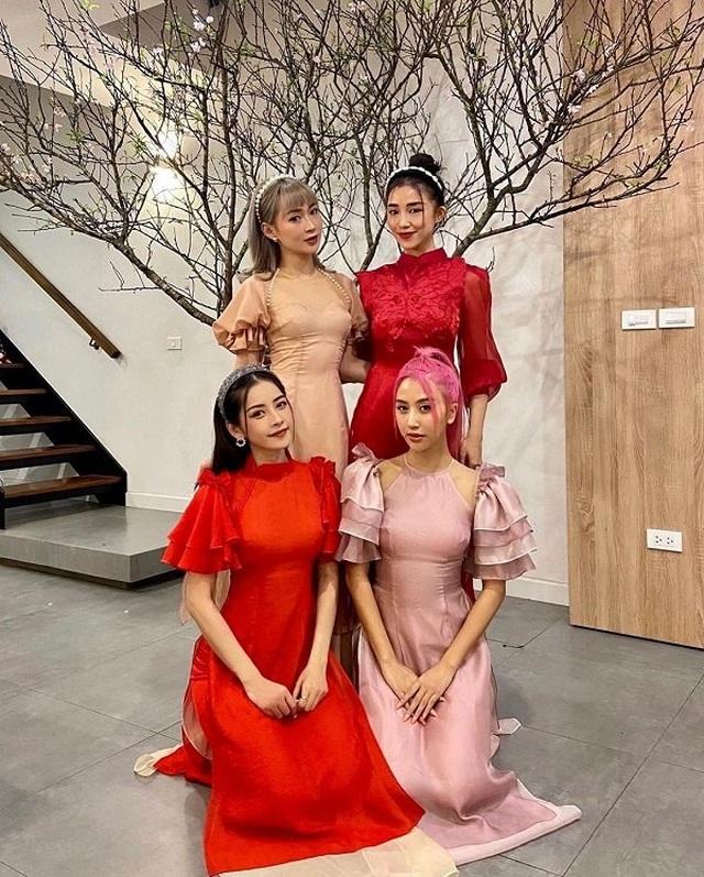 Dàn nghệ sĩ đón Tết với trang phục rực rỡ sắc màu - 2