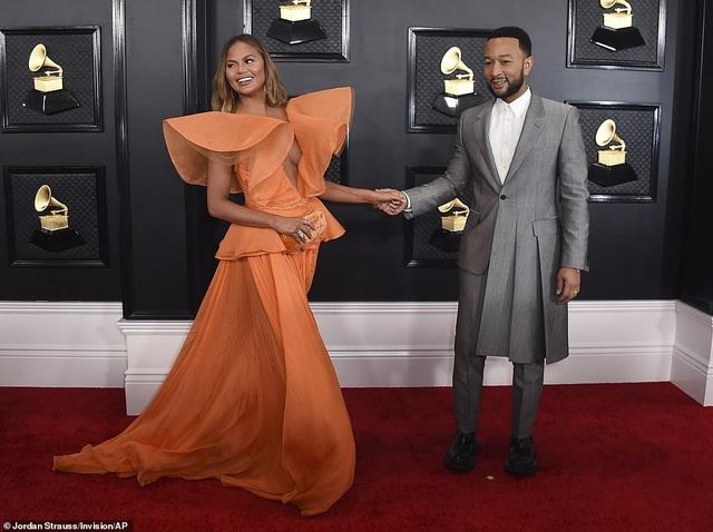 Dàn sao nữ diện váy áo gợi cảm dự lễ trao giải Grammy 2020 - 8