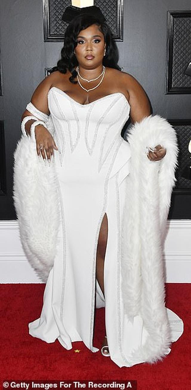 Dàn sao nữ diện váy áo gợi cảm dự lễ trao giải Grammy 2020 - 12