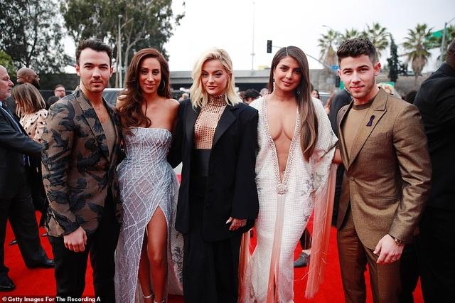 Dàn sao nữ diện váy áo gợi cảm dự lễ trao giải Grammy 2020 - 20