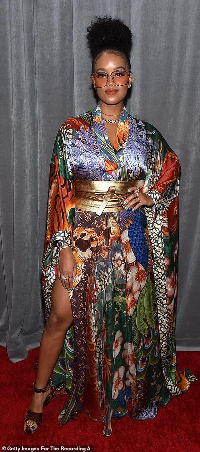 Dàn sao nữ diện váy áo gợi cảm dự lễ trao giải Grammy 2020 - 27