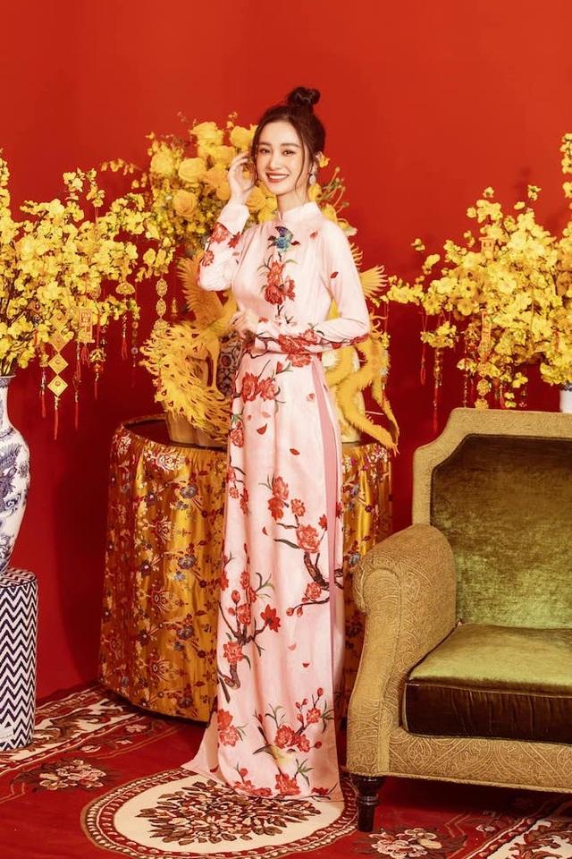 Dàn nghệ sĩ đón Tết với trang phục rực rỡ sắc màu - 8