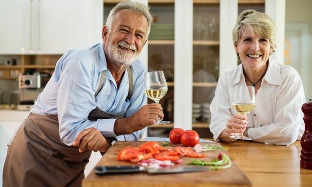 Cảm nhận hạnh phúc, viên mãn dễ đến nhất ở tuổi... 60 - 1