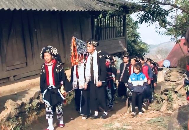 Độc đáo lễ cưới 3 lần của người Dao Tiền - 1