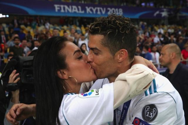 C.Ronaldo hạnh phúc chúc mừng sinh nhật bạn gái xinh đẹp - 3