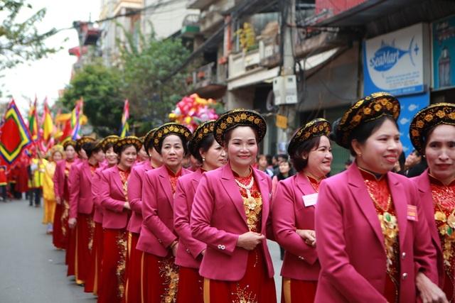 Hàng nghìn người tham dự lễ rước quả pháo khổng lồ ở Đồng Kỵ - 2