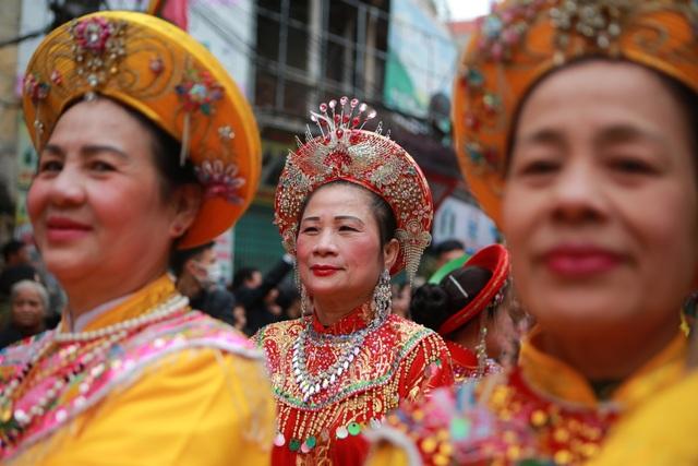 Hàng nghìn người tham dự lễ rước quả pháo khổng lồ ở Đồng Kỵ - 4