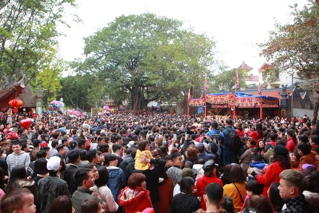 Hàng nghìn người tham dự lễ rước quả pháo khổng lồ ở Đồng Kỵ - 7