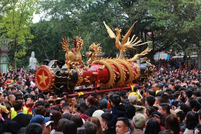 Hàng nghìn người tham dự lễ rước quả pháo khổng lồ ở Đồng Kỵ - 8