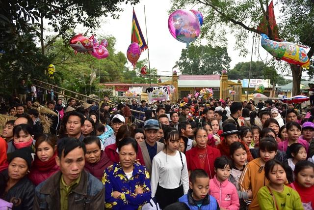 Vĩnh Phúc: Người dân nô nức xem lễ hội trai giả gái gieo hạt - 1