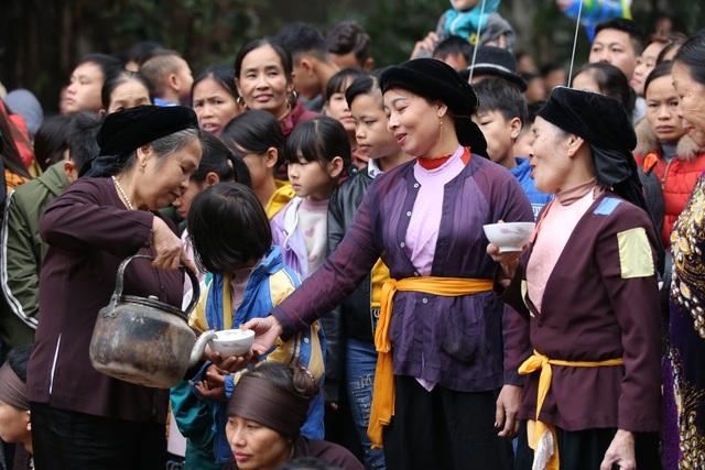 Vĩnh Phúc: Người dân nô nức xem lễ hội trai giả gái gieo hạt - 10