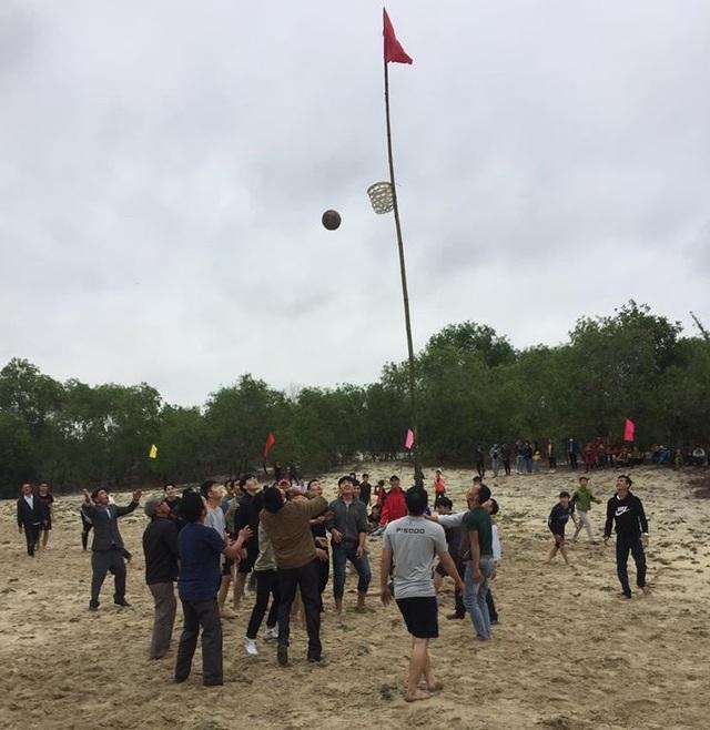Quảng Trị: Tưng bừng lễ hội tranh cù cầu may dịp đầu Xuân - 1