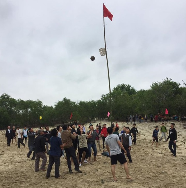 Quảng Trị: Tưng bừng lễ hội tranh cù cầu may dịp đầu Xuân - 3