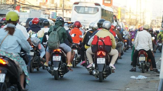 Người dân miền Tây đổ về Sài Gòn sau Tết - 1