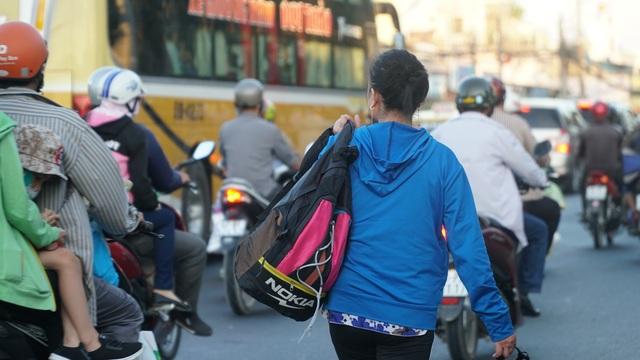 Người dân miền Tây đổ về Sài Gòn sau Tết - 10