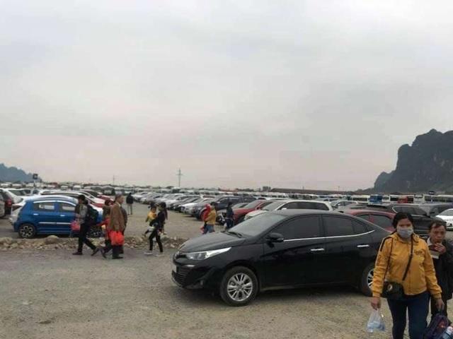 Biển người nườm nượp đổ về ngôi chùa lớn nhất thế giới ở Hà Nam - 2