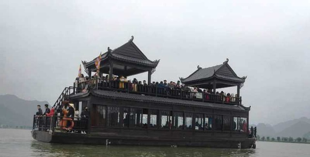 Biển người nườm nượp đổ về ngôi chùa lớn nhất thế giới ở Hà Nam - 11