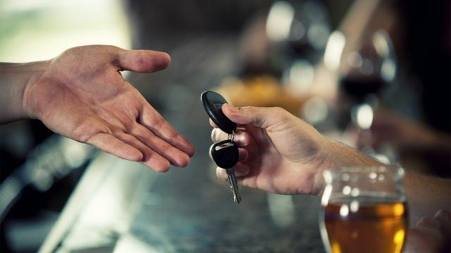 Dịch vụ lái xe cho người say ăn nên làm ra - 1