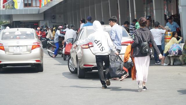 Người dân miền Tây đổ về Sài Gòn sau Tết - 6