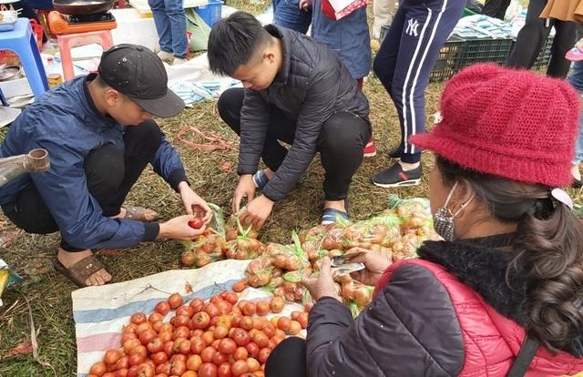 Tưng bừng cuộc chiến cà chua tại phiên chợ một năm chỉ họp một lần - 4