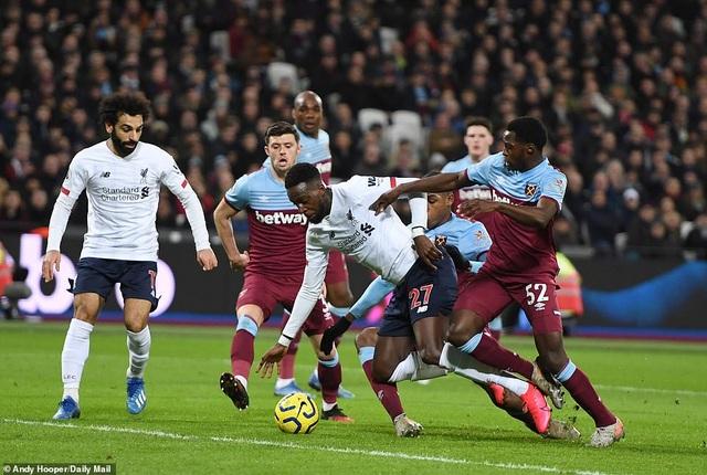 Thắng West Ham, Liverpool hơn đội bám đuổi Man City tới 19 điểm - 4