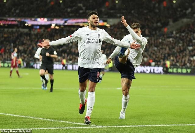 Thắng West Ham, Liverpool hơn đội bám đuổi Man City tới 19 điểm - 2