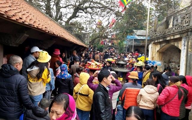 Thành phố biển Sầm Sơn đón hơn 20.000 lượt du khách trong dịp Tết Canh Tý - 3
