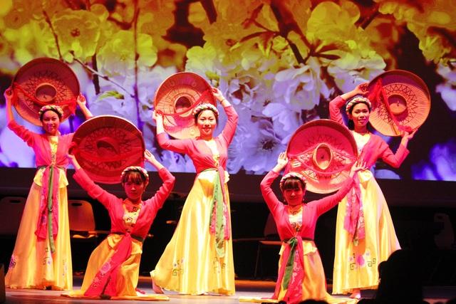 Những nét đẹp văn hóa Việt tỏa sáng trên đất Pháp - 2