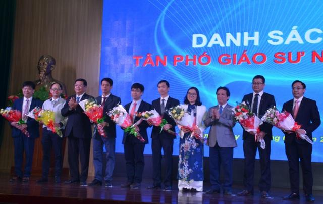 Đại học Đà Nẵng vinh danh 8 tân Phó Giáo sư, 83 tân Tiến sĩ - 1