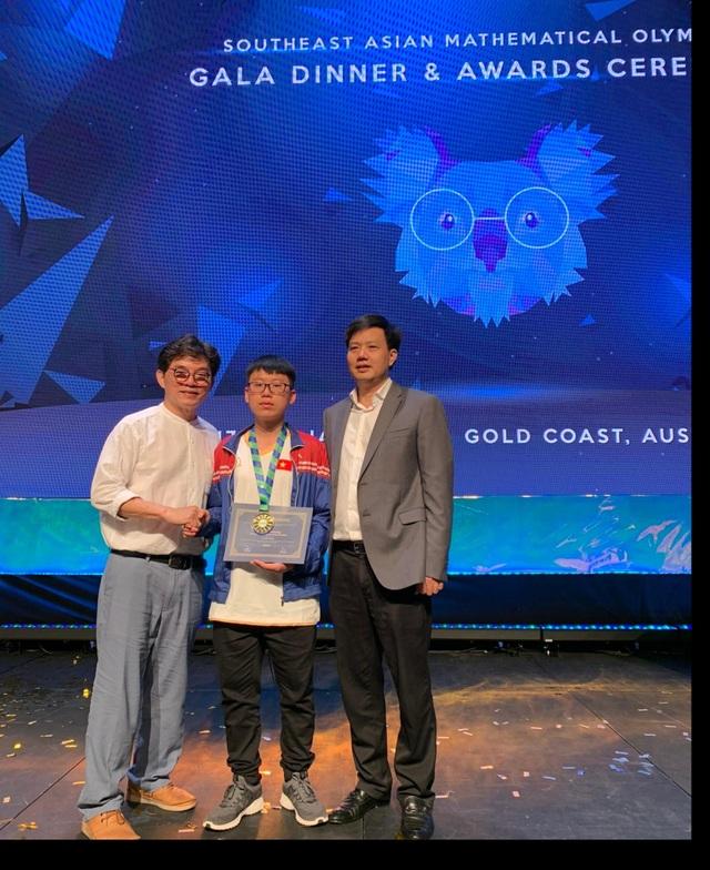 Học sinh trường chuyên ĐH Vinh giành huy chương Vàng Olympic Toán tiếng Anh SEAMO - 1