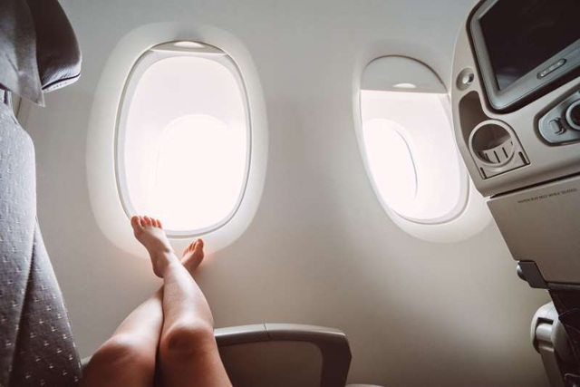 Những điều đừng bao giờ làm khi đi máy bay - 4