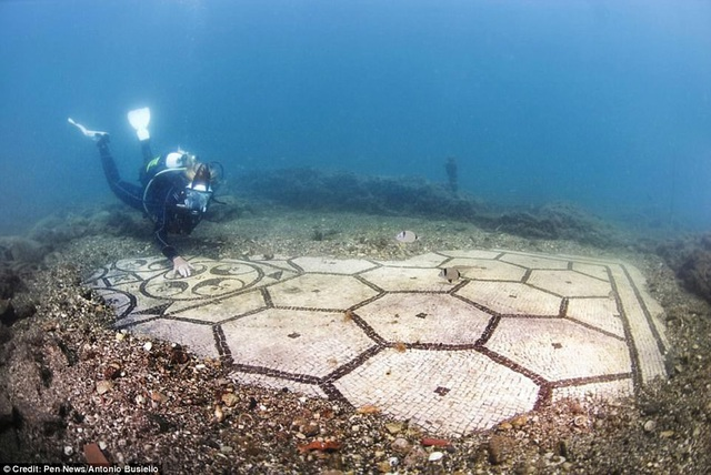 """Thành phố cổ """"dành cho tầng lớp siêu giàu"""" chìm gần 2000 năm dưới đáy biển - 4"""