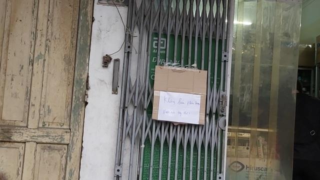 Nhiều người dân Hà Nội đi cả chục cây số vẫn không mua được khẩu trang - 1