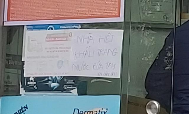 Nhiều người dân Hà Nội đi cả chục cây số vẫn không mua được khẩu trang - 3