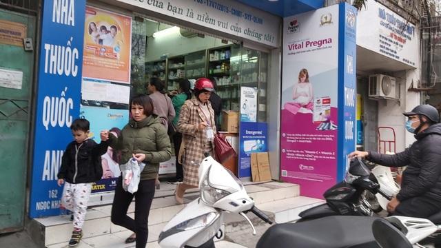 Nhiều người dân Hà Nội đi cả chục cây số vẫn không mua được khẩu trang - 7