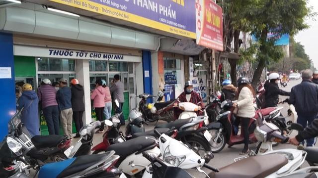 Nhiều người dân Hà Nội đi cả chục cây số vẫn không mua được khẩu trang - 5