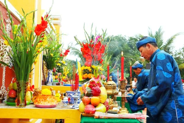 Du khách thích thú với lễ hội cầu bông ở làng rau hơn 400 năm tuổi - 3