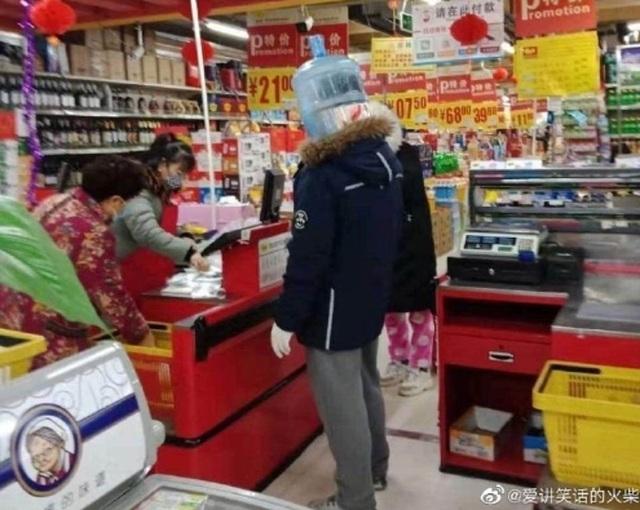 Dân Trung Quốc tuyệt vọng với mặt nạ tự chế do hết sạch khẩu trang - 7