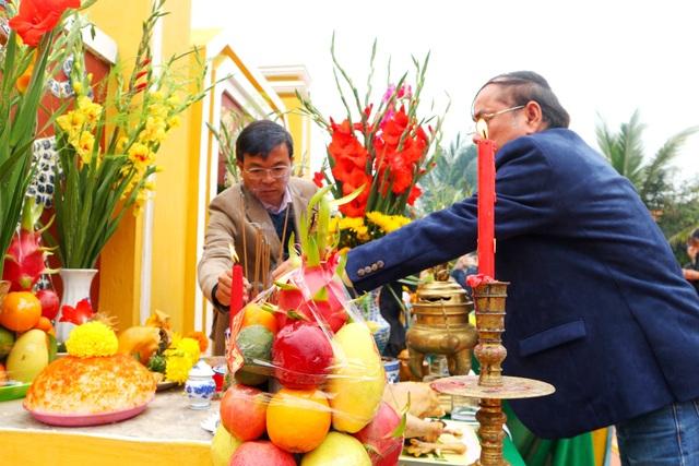 Du khách thích thú với lễ hội cầu bông ở làng rau hơn 400 năm tuổi - 4