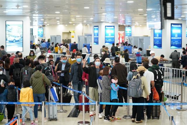 Cách ly hàng nghìn khách từ sân bay, dừng miễn visa cho người Hàn Quốc - 1