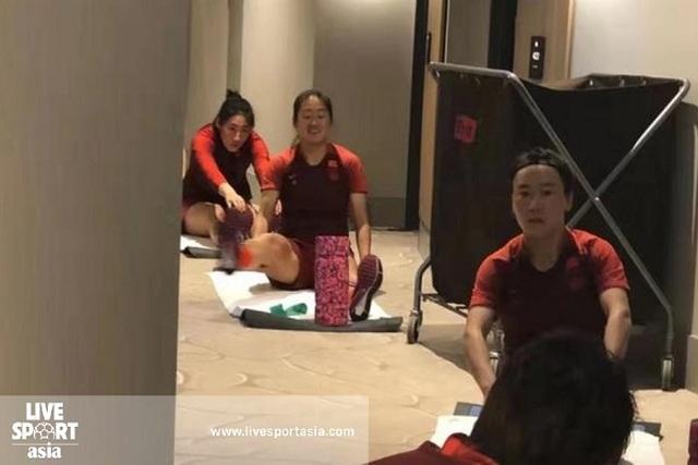 Tạm thời bị cách ly, đội nữ Trung Quốc tập luyện trong... khách sạn - 1